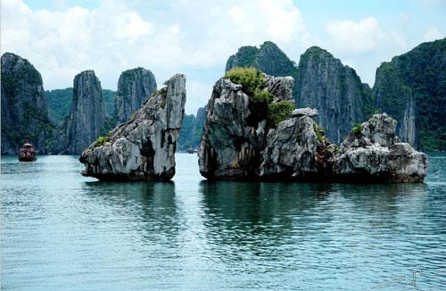 Hòn Trống Mái, như một biểu tưởng của các hòn đảo trên vịnh Hạ Long
