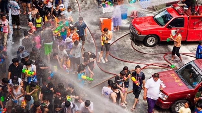 Tưng bừng lễ hội té nước Songkran ở Thái Lan