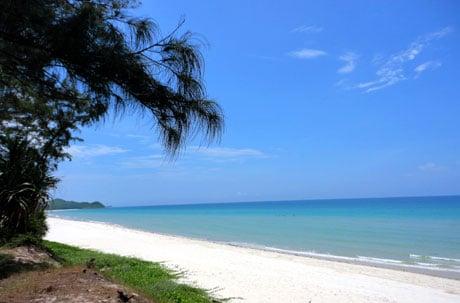 Vẻ đẹp tự nhiên của bãi biển Sơn Hào