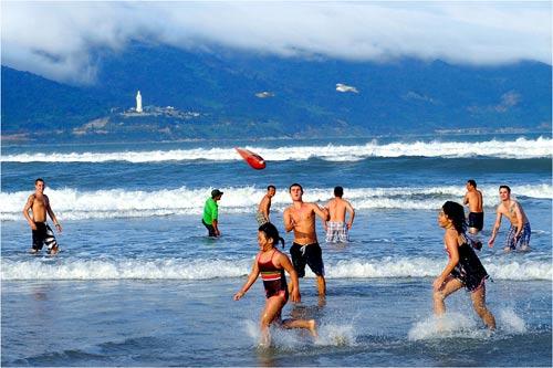 Mỹ Khê - Một trong những bãi biển hấp dẫn nhất hành tinh