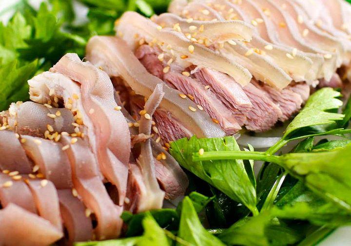 Những miếng thịt dê mềm, ngọt hút hồn bao du khách đến Thiên Cầm