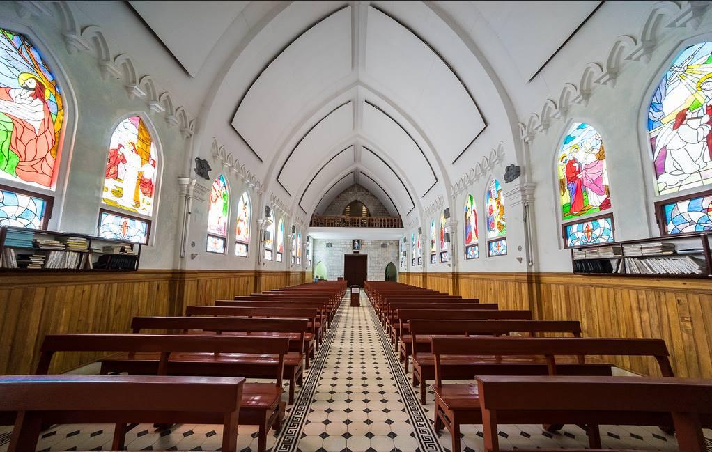 Hình ảnh bên trong nhà thờ