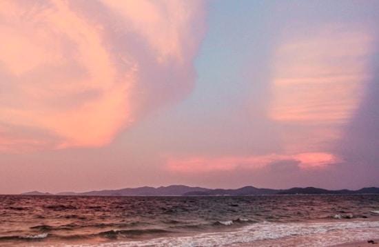 Hoàng hôn tím đầy lãng mạn trên đảo Cô Tô