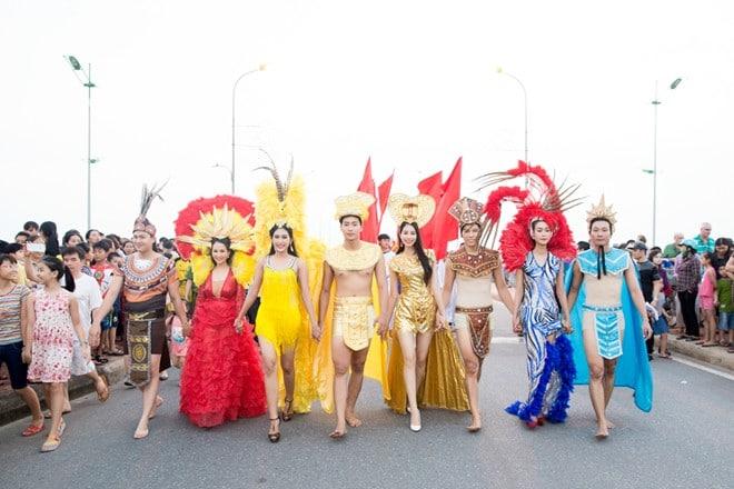 Dàn mẫu Việt lộng lẫy tại lễ hội Carnaval đường phố Quảng Bình