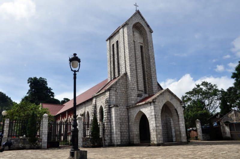 Nhà thờ đá cổ Sapa được xây dựng bởi người Pháp