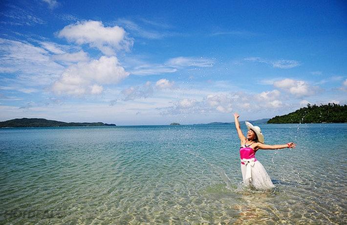 Vẻ đẹp hoang sơ đầy lãng mạn của bãi tắm Hồng Vàn