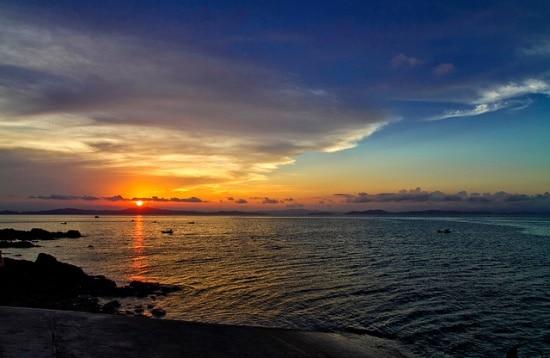 Bình minh tuyệt đẹp trên biển Hồng Vàn