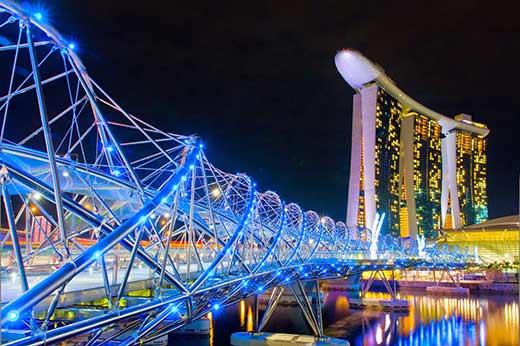 Cầu Helix rực rỡ với vô số đèn trong đêm