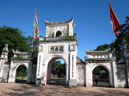 Điểm cuối hành trình khách du lịch sẽ đến thăm viếng thắp hương tại Đền Trần - Nam Định