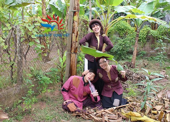 Khách du lịch được cung cấp trang phục và trang điểm miễn phí để hóa thân thành Chí Phèo và Thị Nở