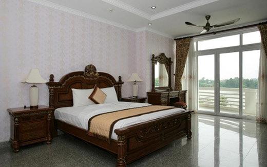 Phòng nghỉ rộng rãi, thoáng mát, hướng nhìn ra biển