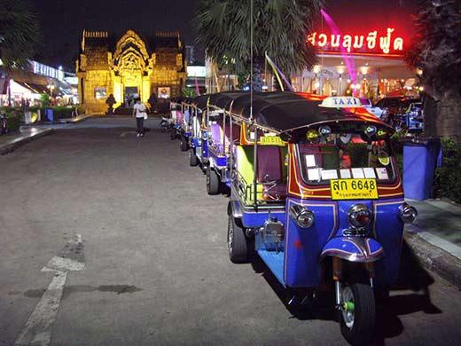 Xe tuk tuk - phương tiện di chuyển phổ biến ở Thái Lan