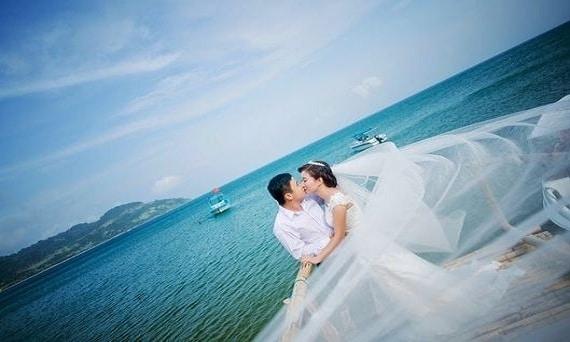 Chụp ảnh cưới ở bãi biển Đà Nẵng