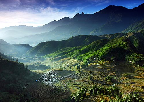 Cảnh thiên nhiên Sapa nhìn từ đỉnh Phan Si Păng