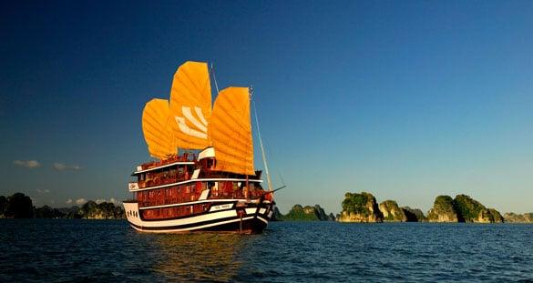 Khám phá Vịnh Hạ Long trên du thuyền