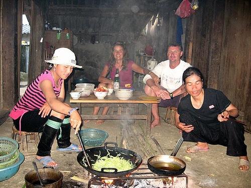 Du khách nước ngoài thích thú với loại hình homestay ở Sapa