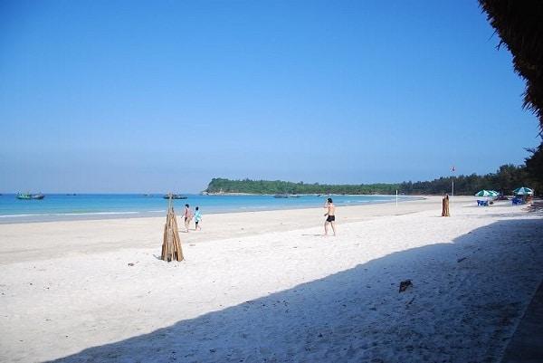 Vẻ đẹp tự nhiên của bãi biển Minh Châu