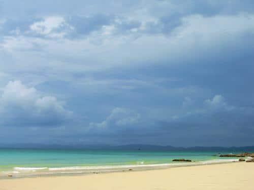 Bờ cát trắng trải dài yên bình ở bãi biển Vàn Chải