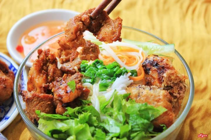 Bún thịt nướng Quảng Bình ăn một lần lại muốn ăn thêm nhiều lần nữa