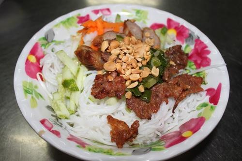 Bún thịt nướng Quảng Bình ăn một lần là muốn ăn nhiều lần