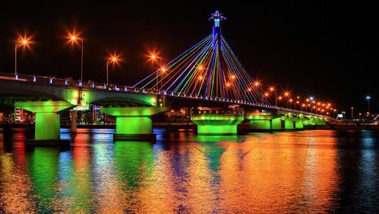 Lung linh thơ mộng bên dòng sông Hàn, Đà Nẵng