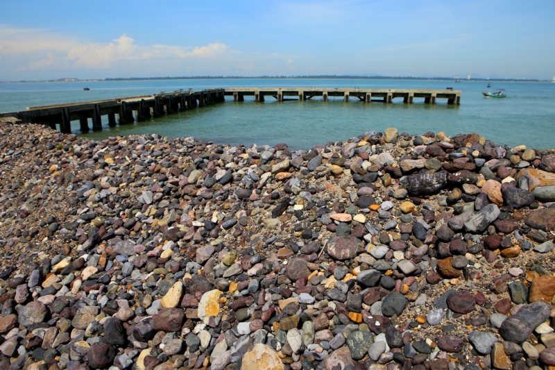 Bãi đá sỏi đảo Hòn Ngư - Địa điểm sống ảo cho giới trẻ