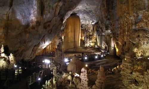 Vẻ đẹp tuyệt mỹ và đầy bí ẩn của hang động ở Quảng Bình