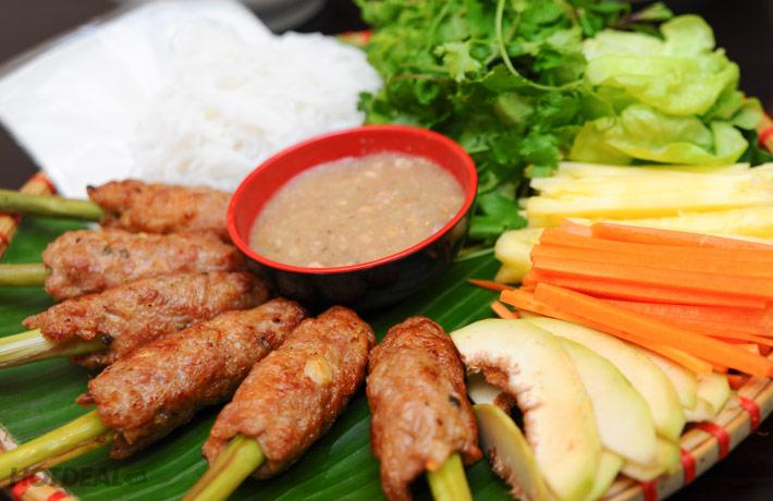 Nem lụi là món ăn được người dân Quảng Bình vô cùng ưa chuộng