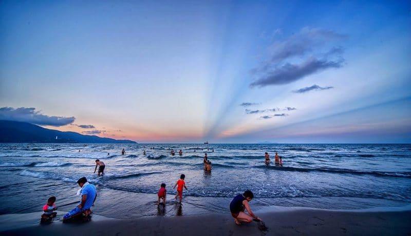 Chiều buông trên bãi biển Đà Nẵng