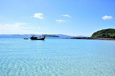 Vẻ đẹp của biển đảo Cô Tô trong nắng hè