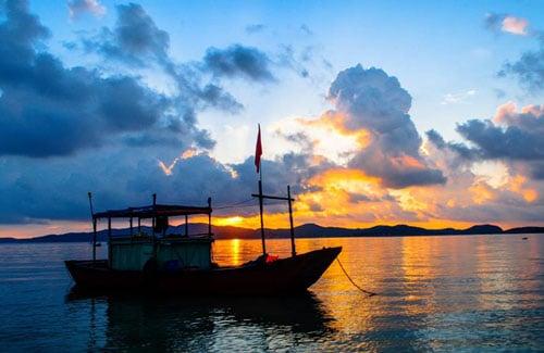 Khung cảnh bình minh tuyệt đẹp trên đảo Cô Tô trong buổi sớm mùa hè