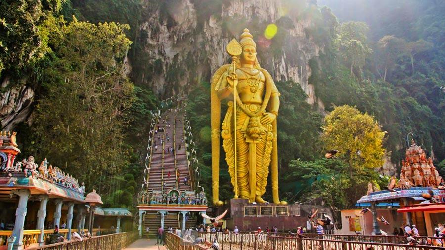 Động Batu – Nơi thờ đạo Hin đu linh thiêng của người Ấn Độ cổ với 272 bậc thang dẫn đến đền thờ trong động