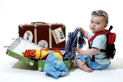 Image result for mẹ và bé du lịch