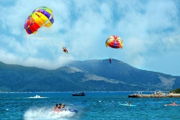 Những hoạt động thể thao dưới nước hấp dẫn ở biển Nha Trang