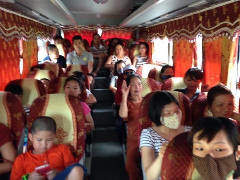 Đoàn Công ty TRANSMECO trên xe đi du lịch Cửa Lò