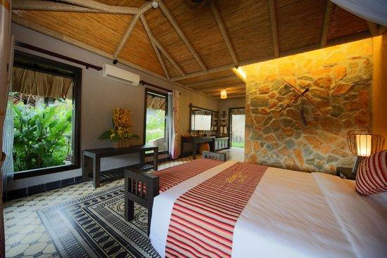 Phòng nghỉ dưỡng ở Mai Châu Ecolodge rộng, thoáng mát hòa hợp với thiên nhiên