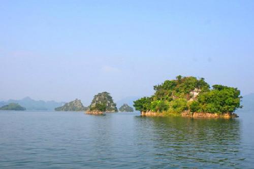 Không gian trong lành và thoáng mát ở Lòng Hồ Thung Nai