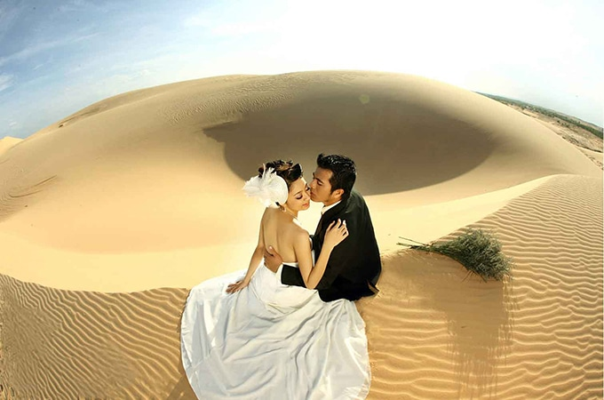 Đến Bình Thuận, bạn vừa có thể lựa chọn bãi biển vừa có thể lựa chọn bãi cát mênh mông ở Mũi Né làm khung cảnh cho những bức ảnh của mình