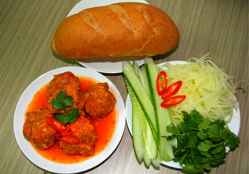 Bánh mì xíu mại - Món ăn sáng hông thể chối từ ở Đà Lạt