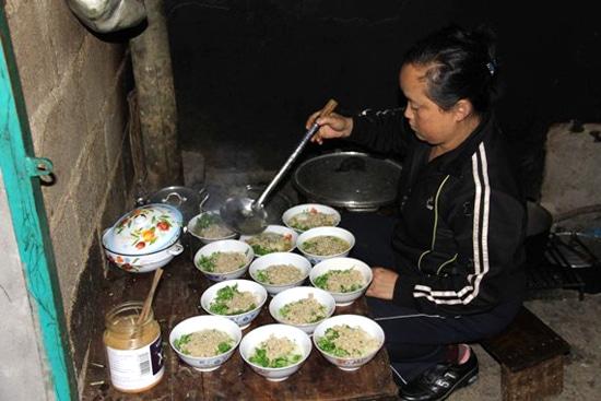 Quán cháo ấu tẩu- cháo thuốc độc trên phố cổ Đồng Văn