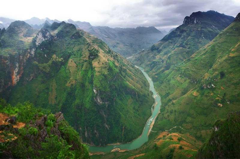 Dưới chân đèo Mã Pí Lèng là vực sâu sông Nho Quế