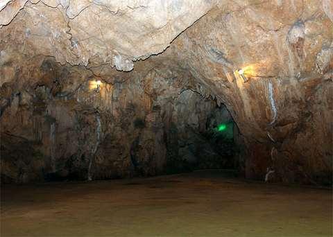 Không gian bên trong hang Mỏ Luông
