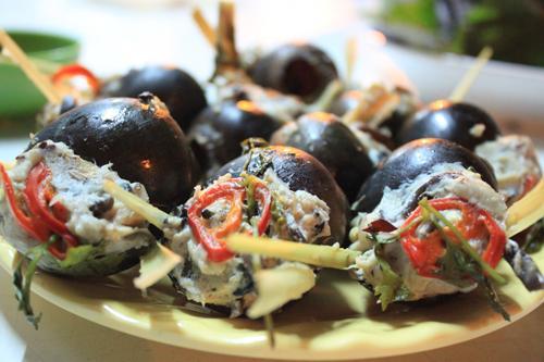 Ốc bươu nhồi thịt thơm ngon, nóng hổi hấp dẫn bao du khách đến Đà Lạt