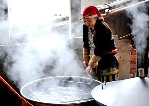 Dịch vụ tắm lá thuốc người Dao đỏ ở Tả Phìn khá phát triển