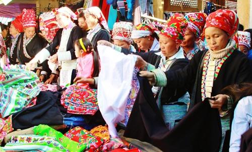 Đặc sắc chợ phiên Mường Hum – Lào Cai