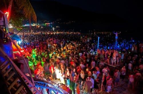 Du lịch Thái Lan tháng 12 tham gia đại tiệc trăng tròn tại Phuket