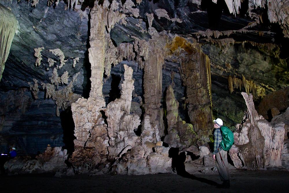 Điểm dừng cuối của động Tú Làn là hang khô với những thạch nhũ muôn hình vạn trạng