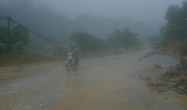 Thời tiết ở Hà Giang khiến cung đường đi càng trở nên khó khắn hơn