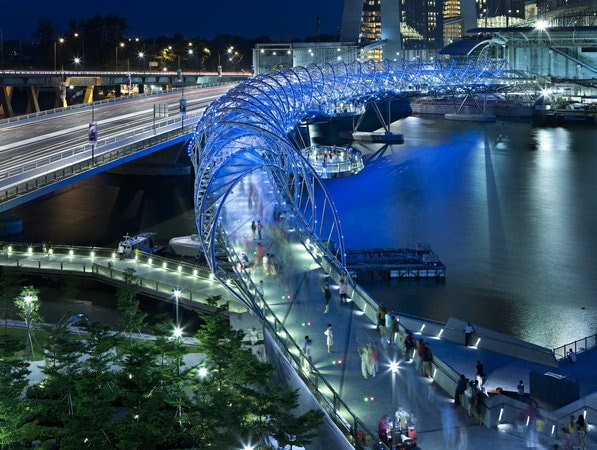 Rực rỡ và ấn tượng với công trình Cầu Helix