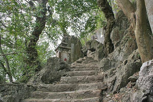 Tour du lịch chùa Trăm Gian – chùa Vô Vi – chùa Trầm 1 ngày